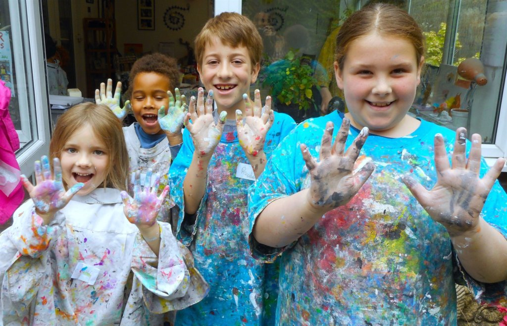 Happy faces and messy hands at Parsley Pie art club for children
